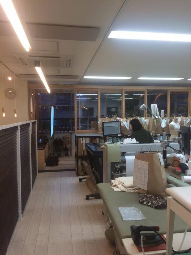 オフィスの奥にあるちょっとしたスペースでこんなに素晴らしい上映会が開催されていました!
